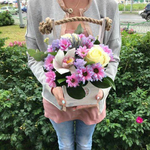 №60 ящик с розами и орхидеей
