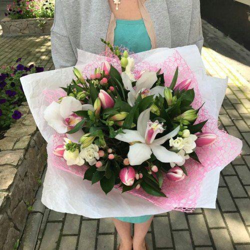 №139  букет с тюльпанами и орхидеями