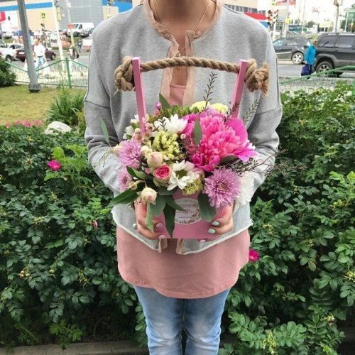 №141 цветы в ящике с пионами