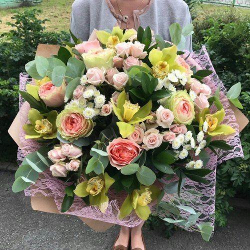 №145  букет с розами и орхидеей