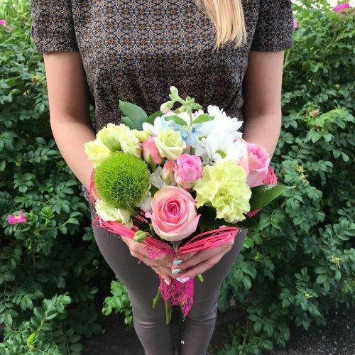 № 392  букет с розами, хризантемой и эустомой