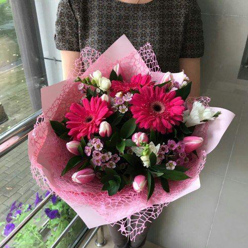 № 676  букет с герберами и тюльпанами