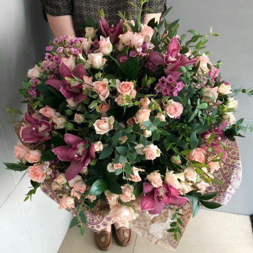 №293 букет с кустовой розой и орхидеей