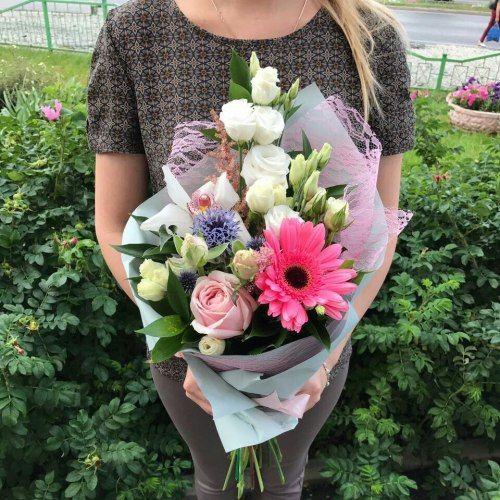№ 398  букетик с герберами,орхидеей и розочками