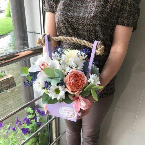 №304 ящик с розами и орхидеей