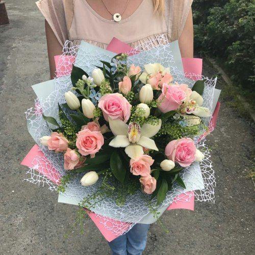 №305 букет с тюльпанами , розами и орхидеями