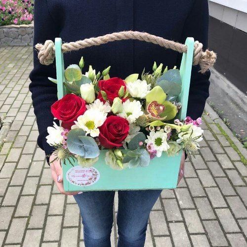№322 ящик с розами и орхидеей
