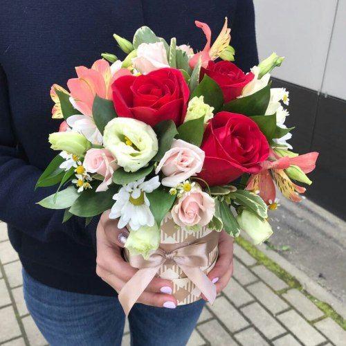 № 553 букет в шляпной коробке с розами