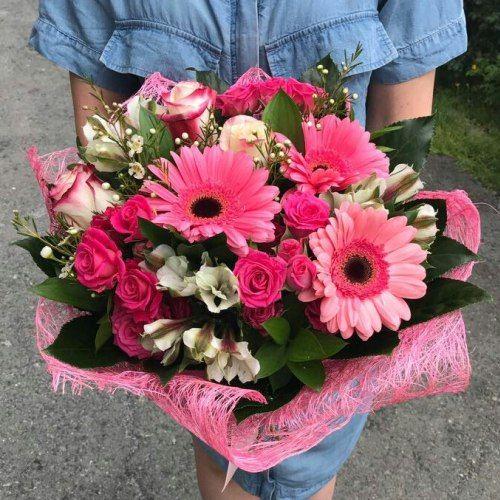 №343 букет с розами,герберой и альстремерией