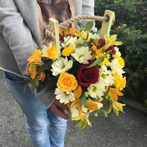 №347 ящик с розами и альстремерией