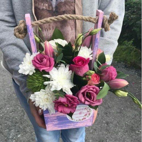 №348 ящик  с розами, тюльпанами и эустомой