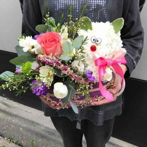 №350 игрушка из цветов в корзинке