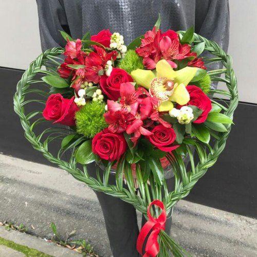 """№352 букет """"сердце"""" с розами и орхидеей"""