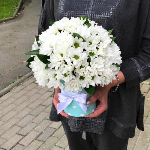 """№ 545 букет в шляпной коробке """"облачко"""" из хризантем"""