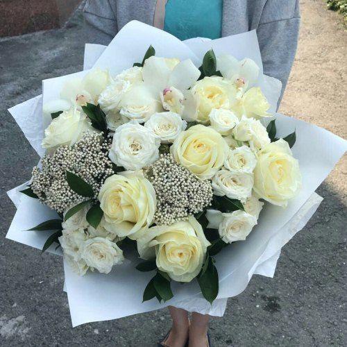 №355 букет из белых роз и орхидей