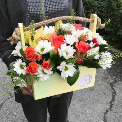 №361 ящик с розами,орхидеями и хризантемой