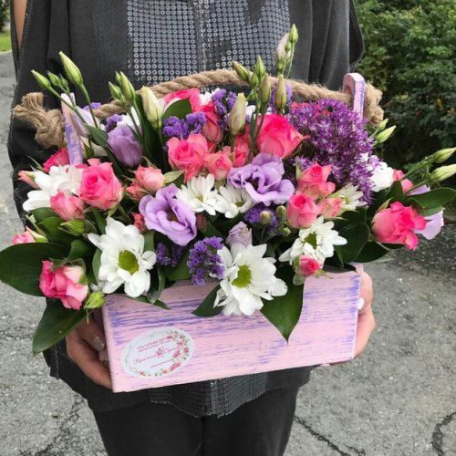 №362 ящик с розами и эустомой