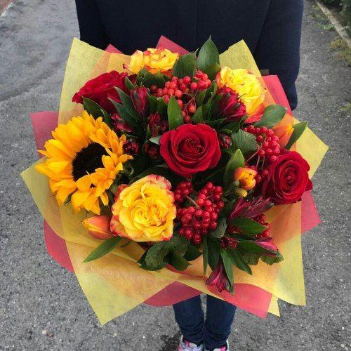 № 672 букет с розами и подсолнухом