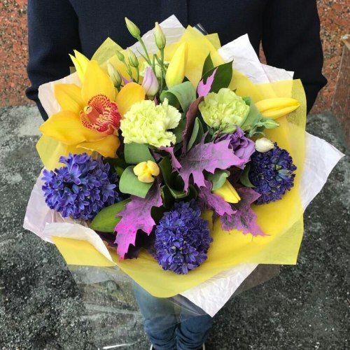 №374 букет с гиацинтами  и орхидеей