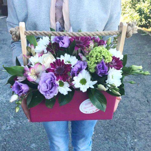 №385 ящик с розами и эустомой