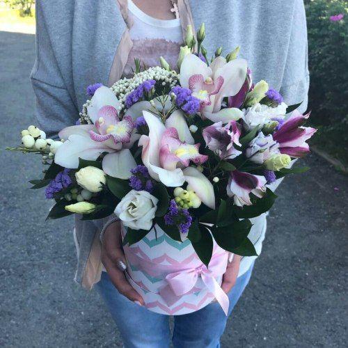 № 540  букет в коробке с орхидеями