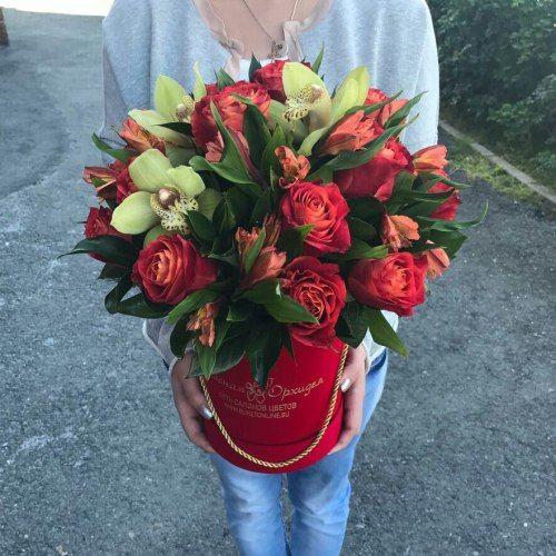 № 538 букет в шляпной коробке с розами и орхидеями