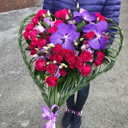 """№398 букет """"сердце"""" с розами и орхидеей"""