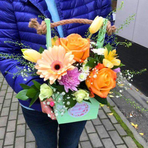 №404  ящик с розами и герберами
