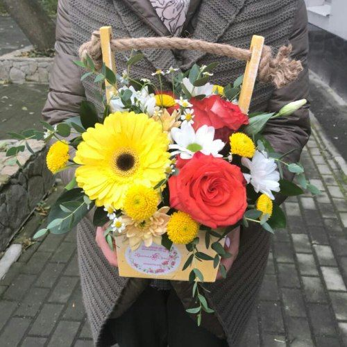 № 412 ящик с розами и герберой