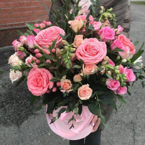 № 416 букет в шляпной коробке с розами