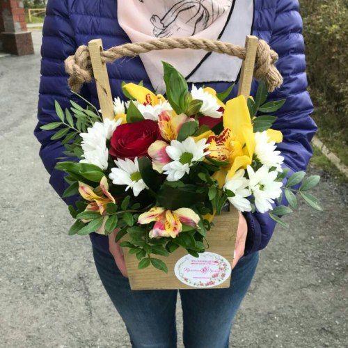 № 421 ящик с розами и орхидеями