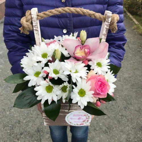 № 424 ящик с розами и орхидеей