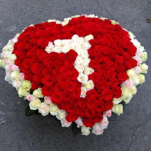 № 421 корзина из роз в форме сердца
