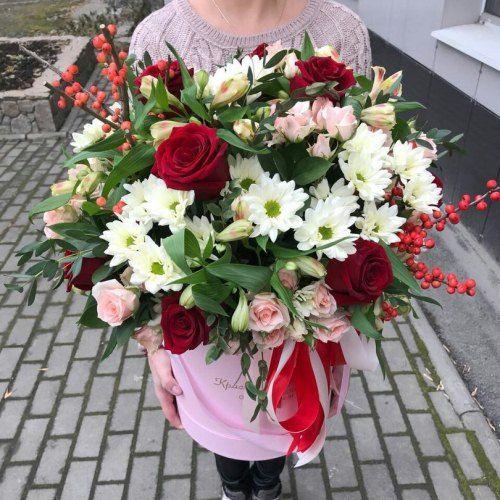 №465 букет в шляпной коробке с розами