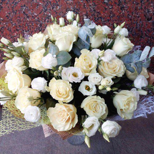 №100 букет с белой розой и эустомой