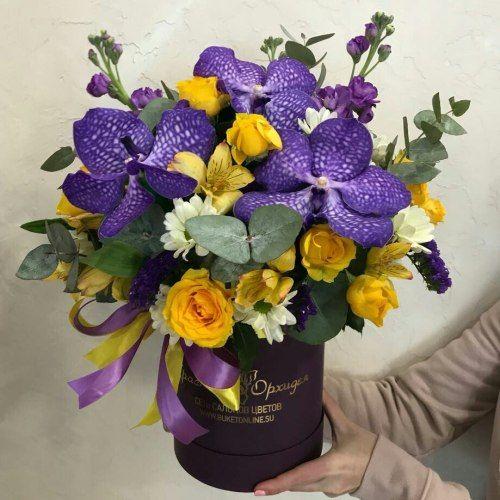 № 498 букет в шляпной коробке с орхидеей
