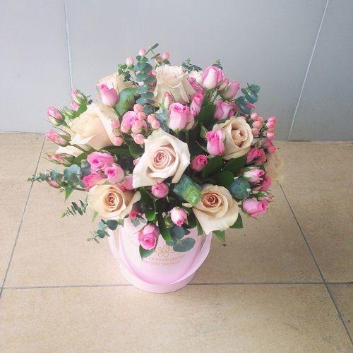 №163 букет в шляпной коробке с розами