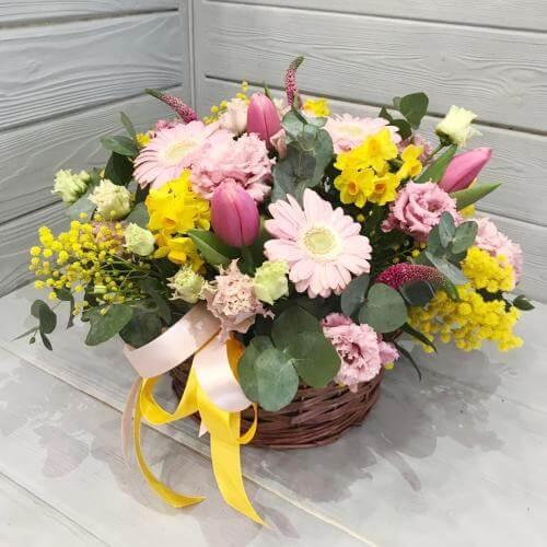 № 342 корзина с тюльпанами ,герберой и мимозой