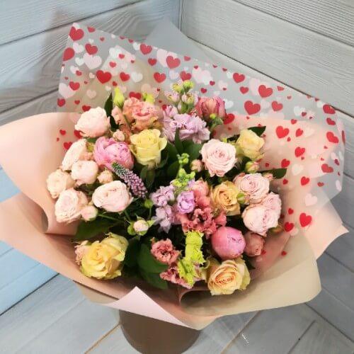 № 346 букет с розой кустовой и пионами