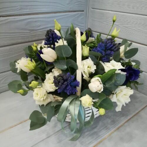 № 343 корзина с тюльпанами и гиацинтами