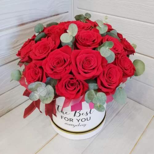 № 493 букет в шляпной коробке с розами