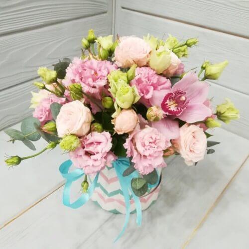 № 494 букет  в шляпной коробке с орхидеей