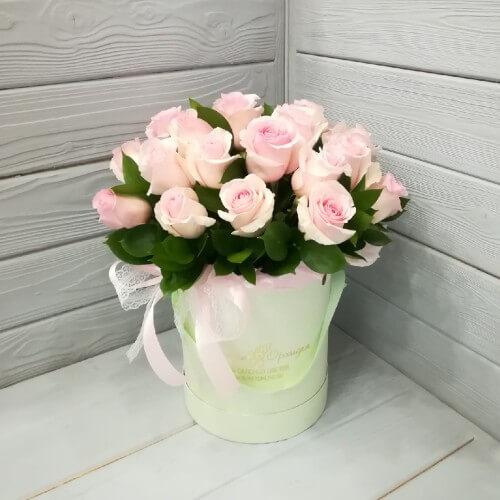 № 354 букет в шляпной коробке из роз