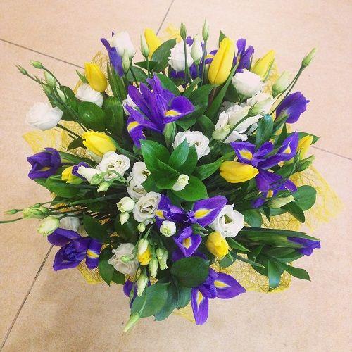 №45 букет с ирисами и тюльпанами