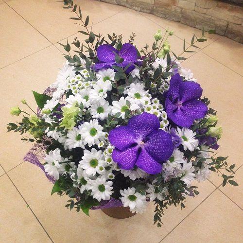 №96 букет с хризантемой и орхидеями