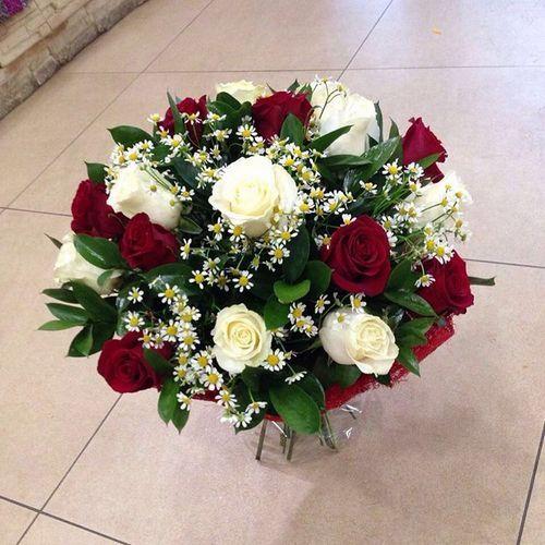 №21 букет из роз и ромашек