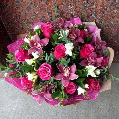 №237 букет из роз и фрезий