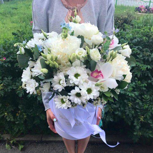 № 565 букет в шляпной коробке с орхидеями