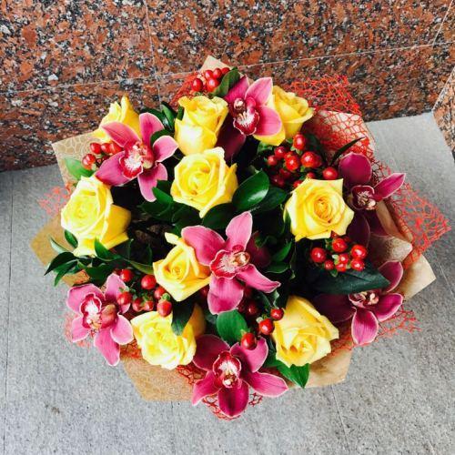 №220 букет с розами и орхидеями