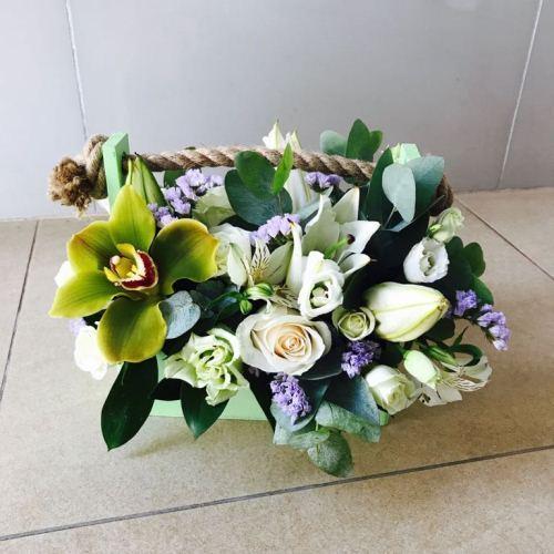 № 477  ящик с розами и орхидеей